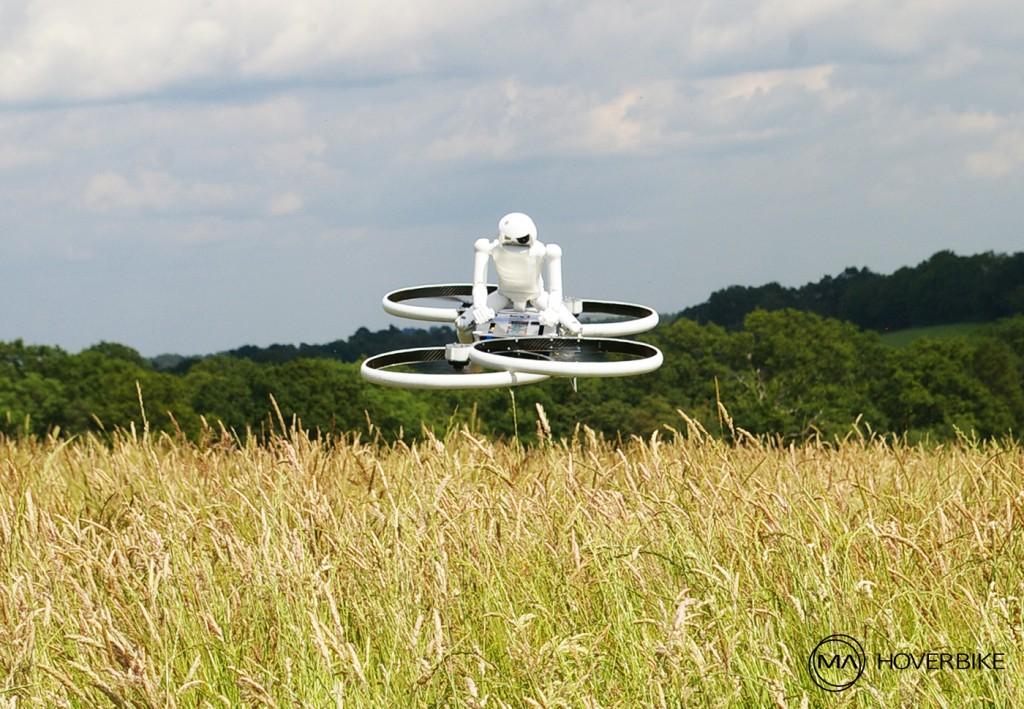 Testflug des Modells vom zweiten Hoverbike Prototypen mit Piloten-Dummy