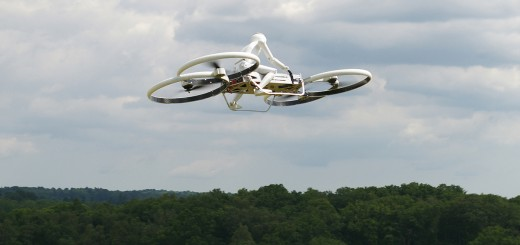 Testflug des Hoverbike Prototypen im Modell mit Piloten-Dummy