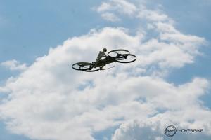 Modell des zweiten Hoverbike Entwurfs beim Flugversuch