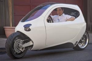 Der Lit Motors C1 mit dem Unternehmensgründer Daniel Kim