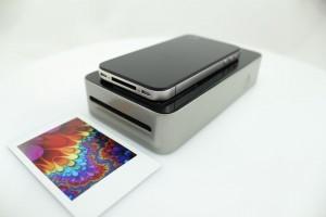SnapJet mit aufliegendem Smartphone und gedrucktem Bild