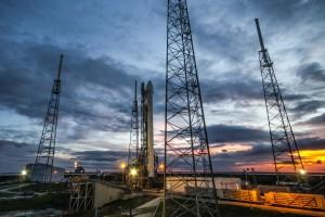 Falcon 9 in vertikaler Startposition