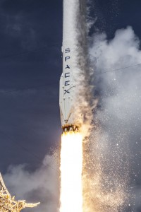 eine Falcon 9 hebt ab