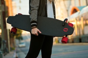 Das Inboard Monolith Skateboard mit Elektroantrieb