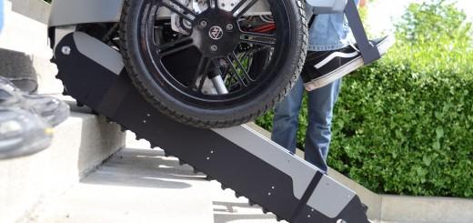 Scalevo Rollstuhl beim Treppensteigen