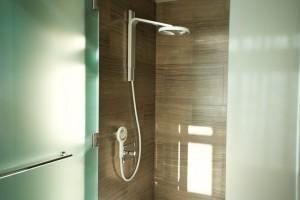 Nebia-Dusche im Badezimmer eingebaut