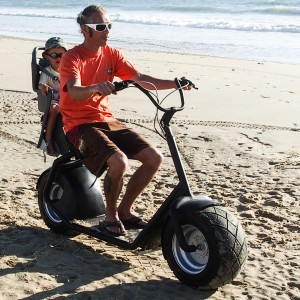 eGroov beim Ausflug mit der Familie am Strand